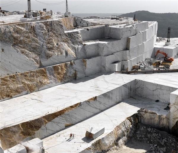 arabescato-corchia-marble-quarry-quarry2-3880b
