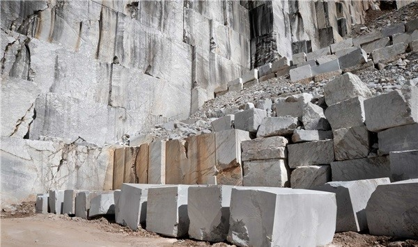 arabescato-vagli-marble-quarry-iii-block-3359b