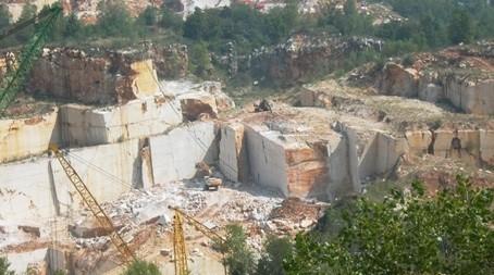 botticino-classico-marble-quarry-quarry2-951b