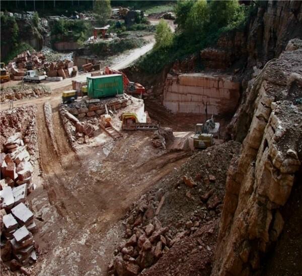 cava-rosso-verona-rosso-asiago-marble-quarry-quarry2-2156b