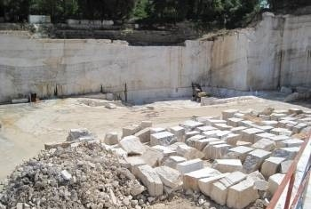 italian-classic-travertine-quarry-quarry2-1576b