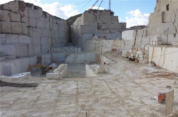 perlato-sicilia-perlatino-di-sicilia-quarry-quarry1-2226b