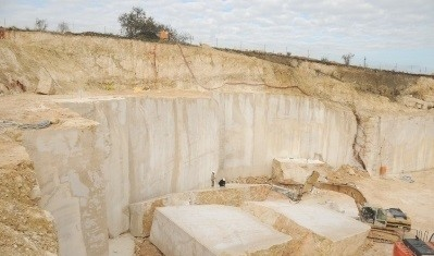 perlato-svevo-marble-quarry-quarry2-740b