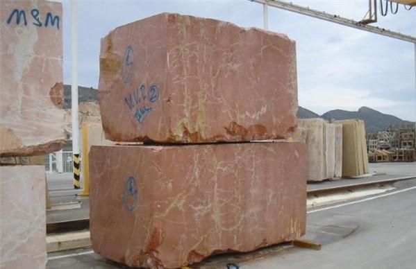 rojo-quipar-marble-quarry-block-2404b