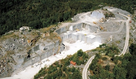 blue-pearl-db-granite-quarry-tvedalen-quarry1-101b