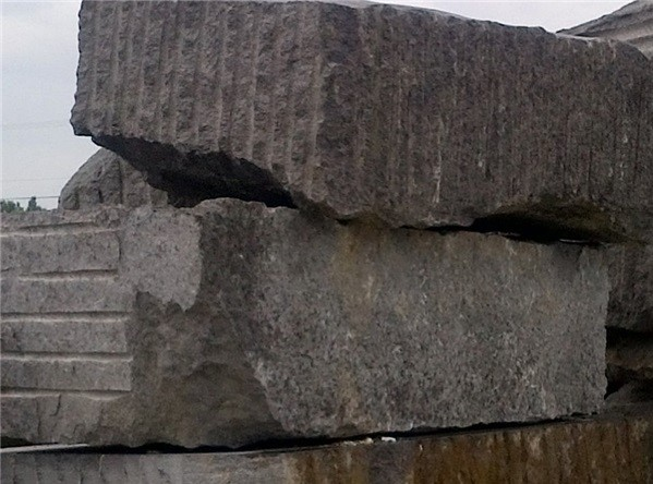 caledonia-granite-quarry-caledonia-m-caledonia-md-caledonia-ml-caledonia-dark-block-3732b