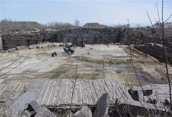 dakota-mahogany-granite-quarry-quarry2-3716b