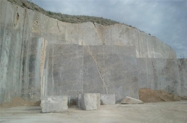 dark-emperador-marble-quarry-quarry1-2800b