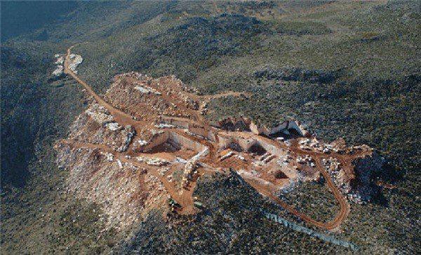 marron-imperial-marron-emperador-dark-marble-quarry-quarry2-4427b