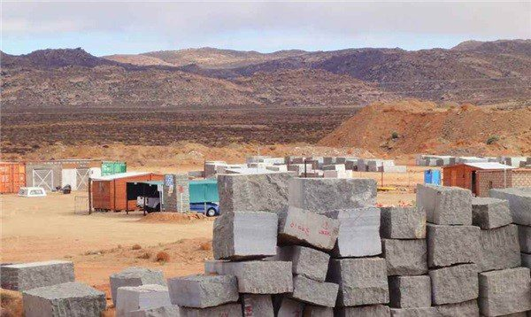 savanna-green-granite-blocks-p347451-1b