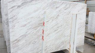 ボラカスホワイト ギリシャ産流れる柄の白い大理石のご紹介