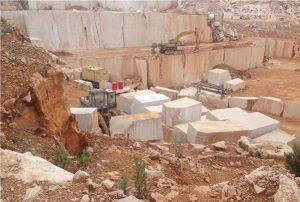 moca-creme-limestone-moca-cream-fine-grain-quarry-quarry2-2509b