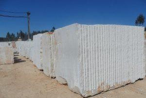 moca-creme-medio-limestone-quarry-block-334b