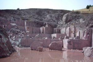 rosso-levanto-marble-quarry-quarry1-1594b