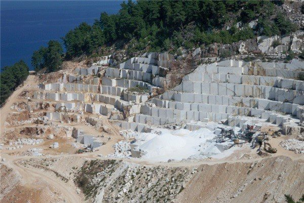 snow-white-thassos-marble-quarry-quarry1-3687b