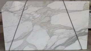 カルカッタホワイト イタリアの希少な白の大理石のご紹介