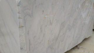 ルスキッサホワイト ルーマニア産白い大理石のご紹介